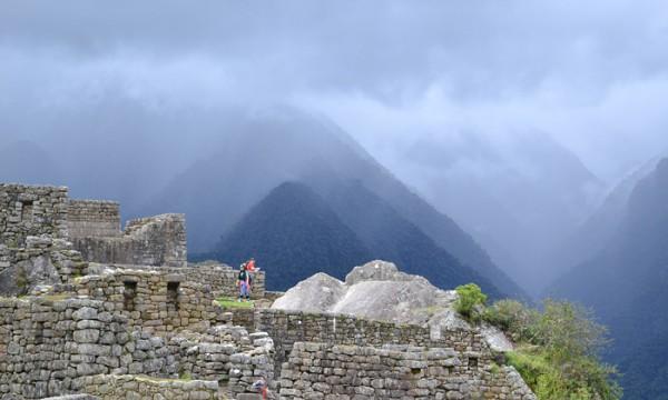 Dramatisk vy över Machu Picchu